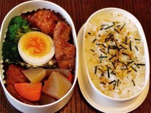 豚の竜田揚げ、さつま揚げと根菜の煮物を入れたお弁当-2017.1.31